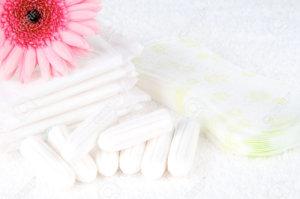 Herkömmliche Binden & Tampons enthalten